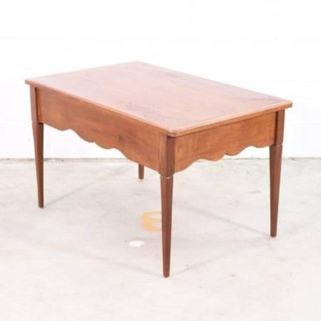 solid wood coffee table w scalloped edges loveseat