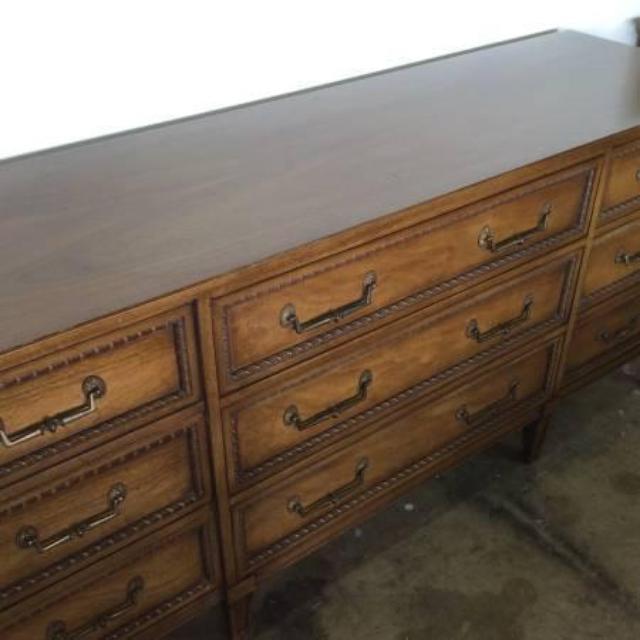 Henredon 9 Drawer Long Dresser with Mirror | Loveseat ...